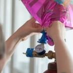 Plnění balónků héliem